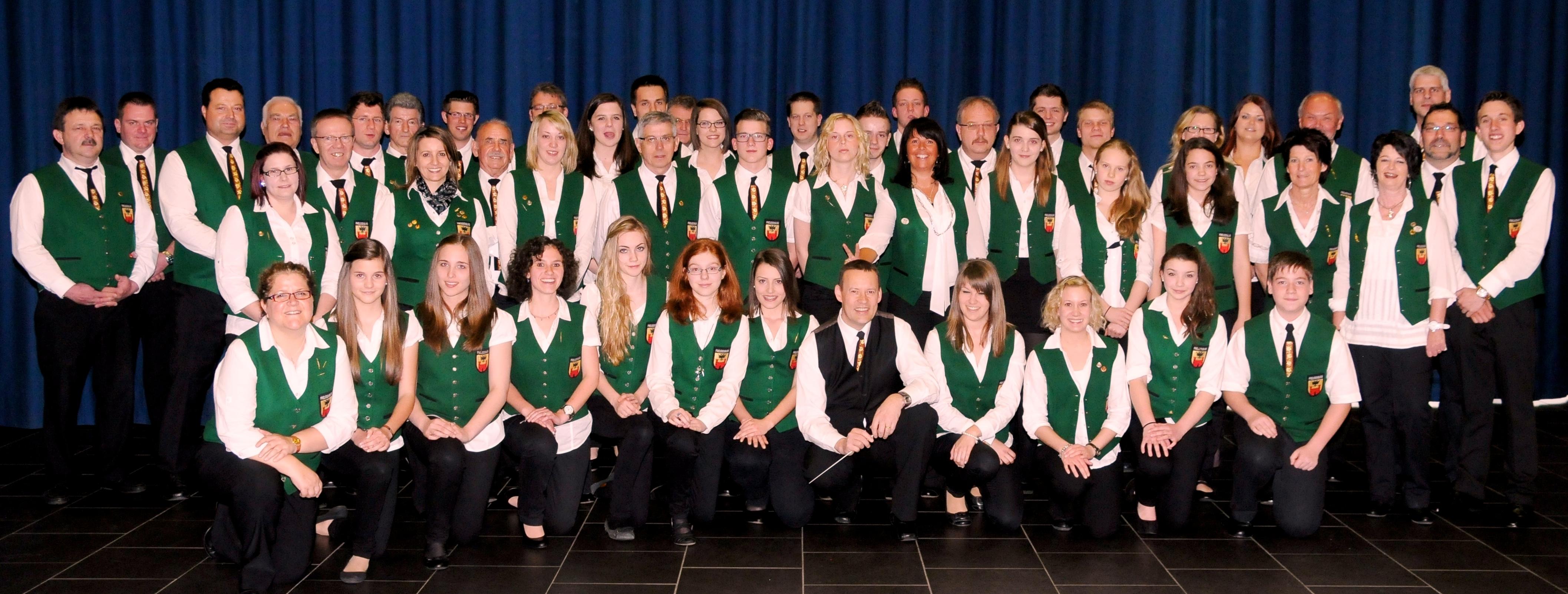 Gruppenbild des Musikvereins Freudenburg beim Jubiläumskonzert 2013 im Cloef-Atrium Orscholz